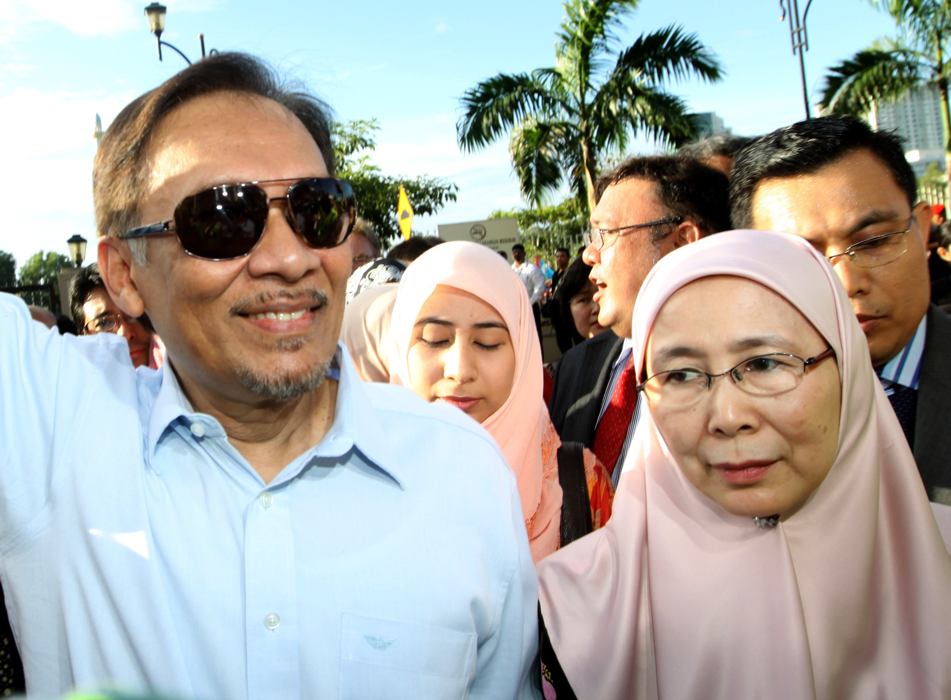 Image result for IMAGES OF ANWAR IBRAHIM AND WIFE